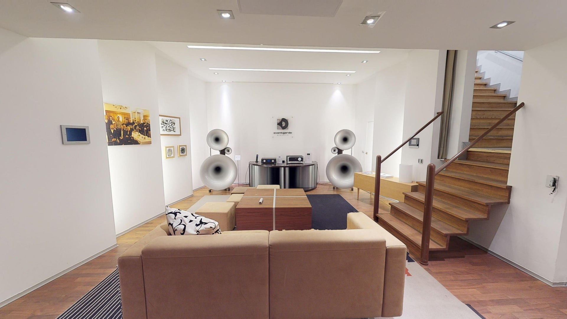 Explore Reisenberger Galerie in 3D