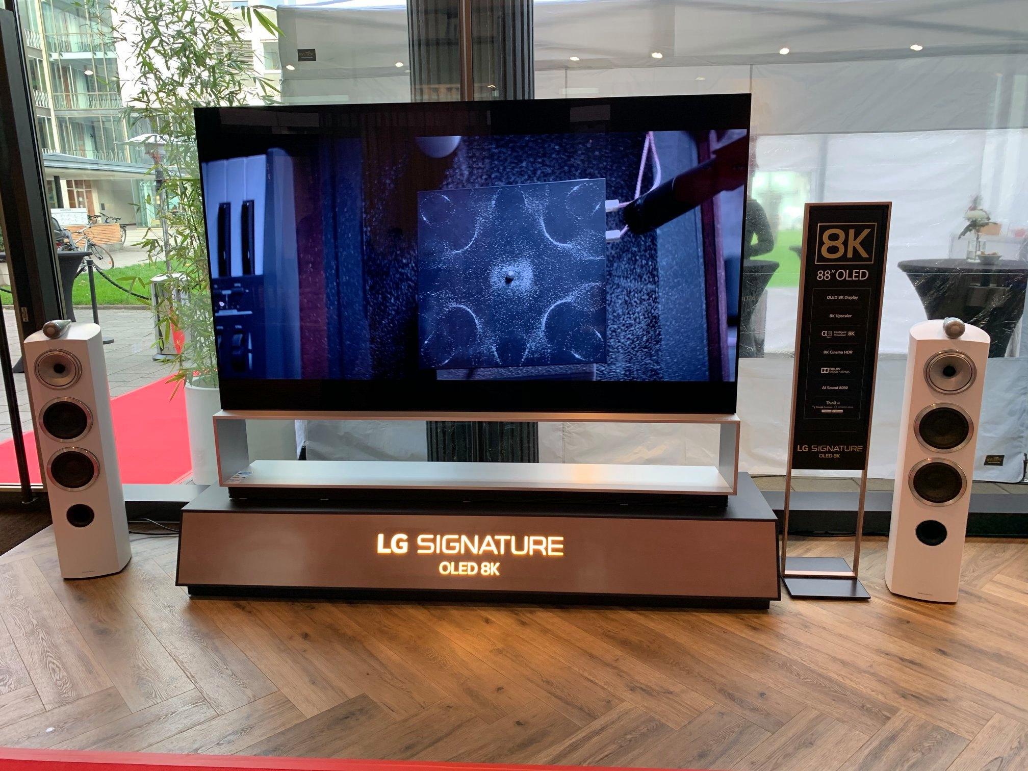 Der neue LG Signature OLED 8K live bei uns in den Reisenberger Galerien. Beeindr…