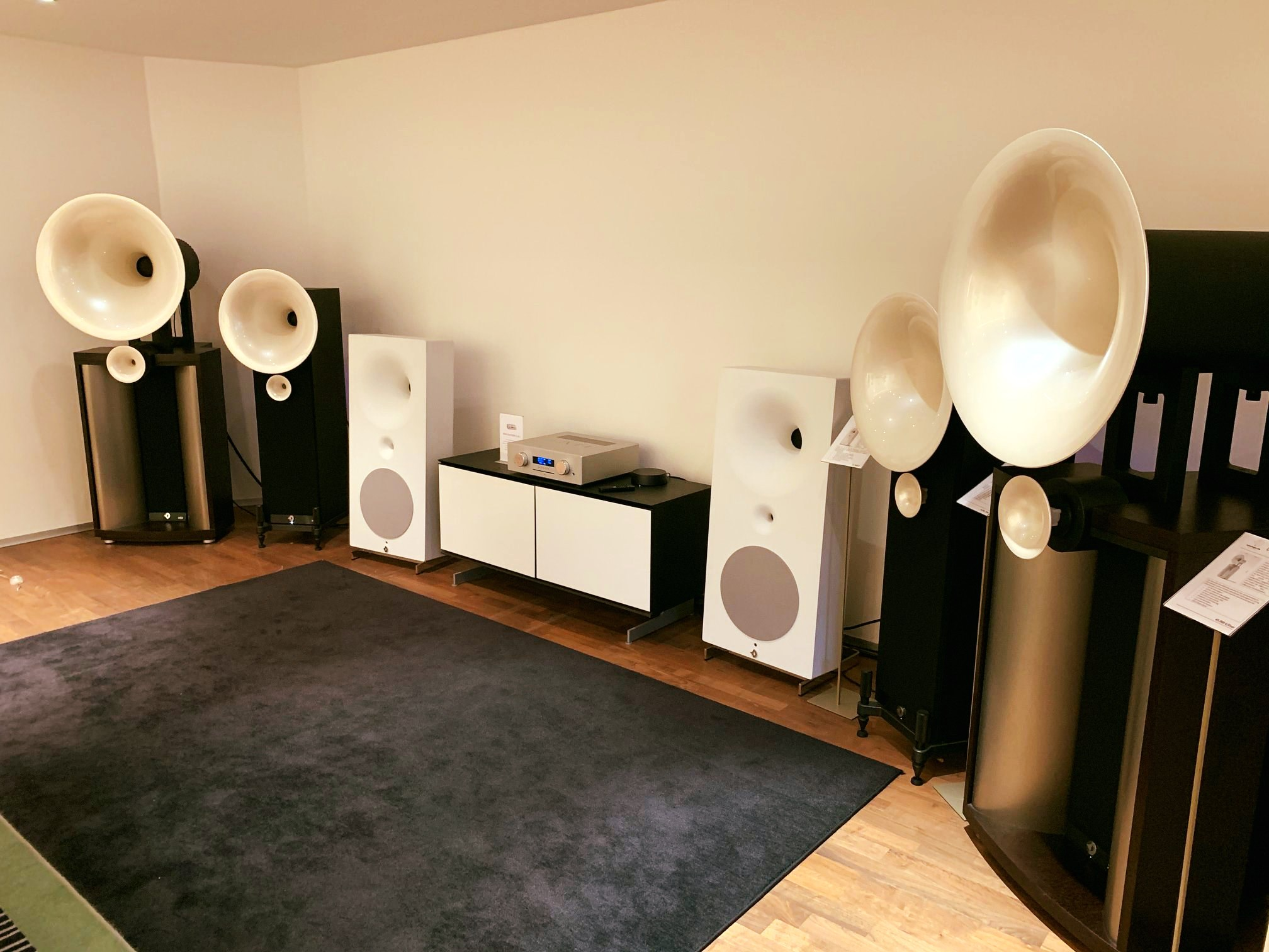 Probieren geht über Studieren. Hornlautsprecher von Avantgarde Acoustic. Muss ma…